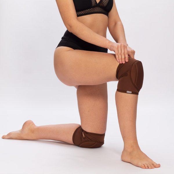 queen wear knee pads for pole dance 5