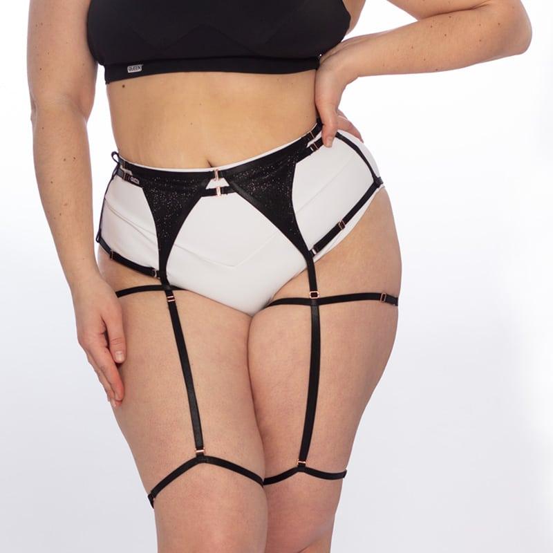queen Garter belt for knee pads 1