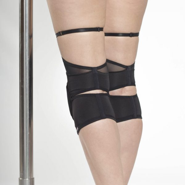queen wear black knee pads 8