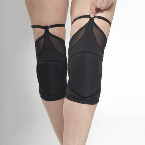 queen wear knee pads for dance 1